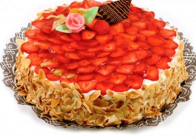 Sayalero-tarta-bizcocho-nata-fresa